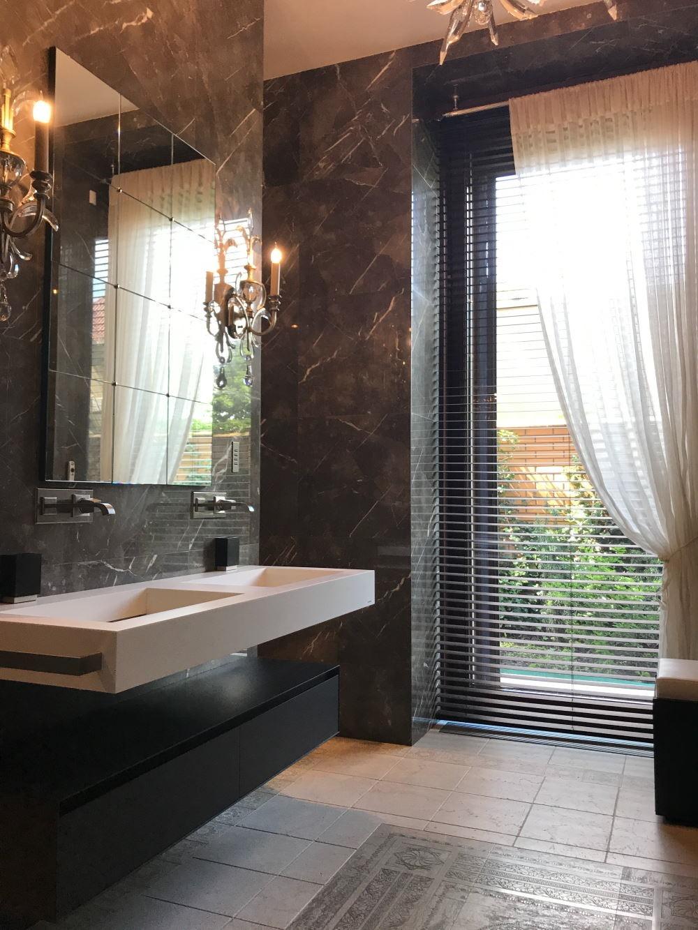 Store vénitien aluminium 16 mm salle de bain
