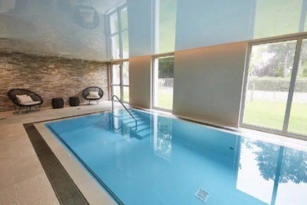 piscine-interieur-du-domaine-des-diamants-blancs-de-croix