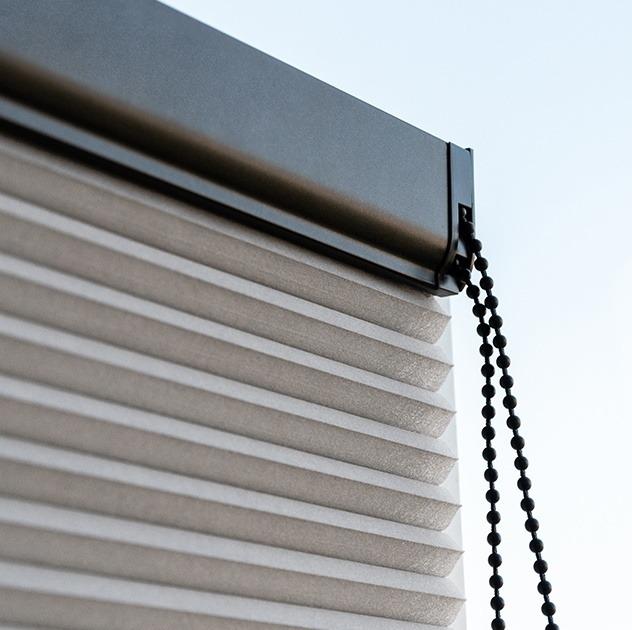 Store plissé chainette noire sur mesure