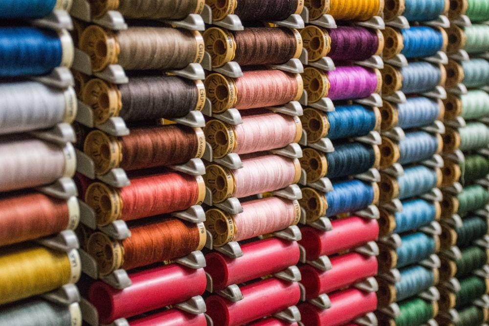 Fourniture de fils coloré confection
